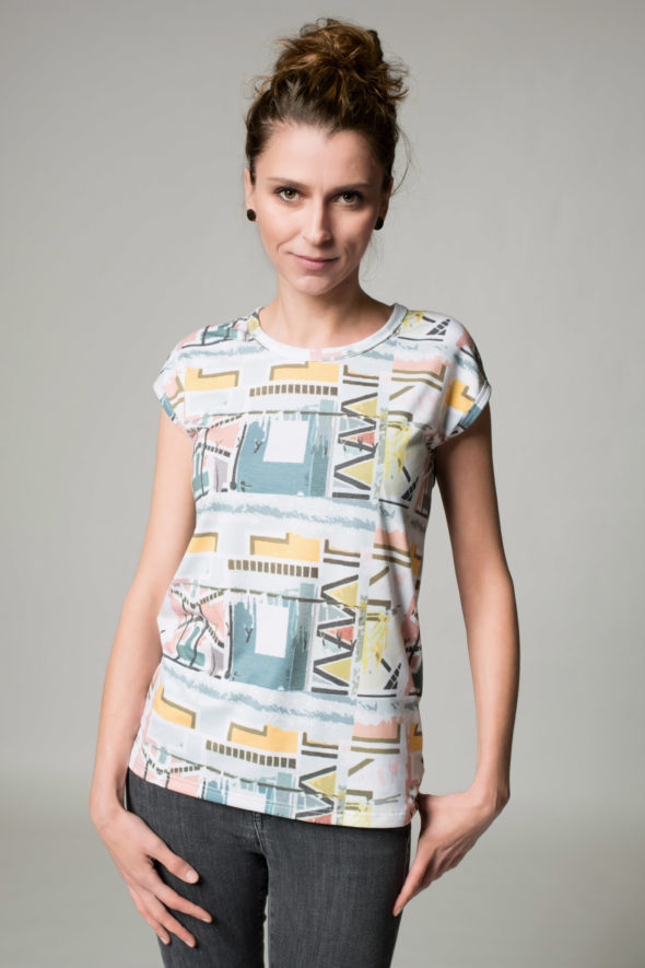 Frontansicht Shirt Vibes mit geometrischen Formen bedruckt